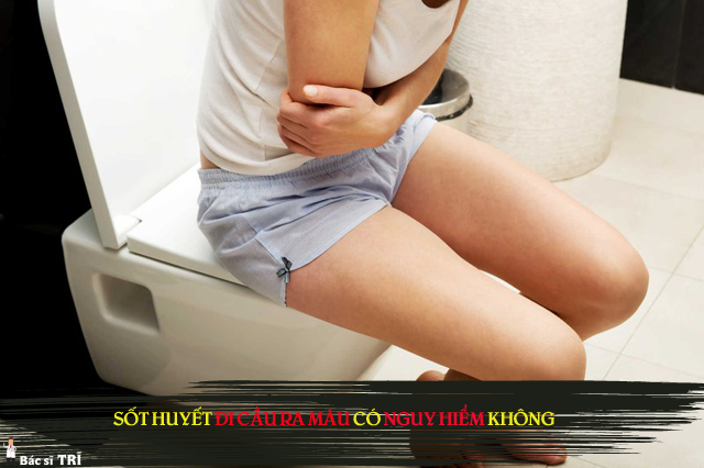 hiện tượng sốt xuất huyết đi cầu ra máu có nguy hiểm không?